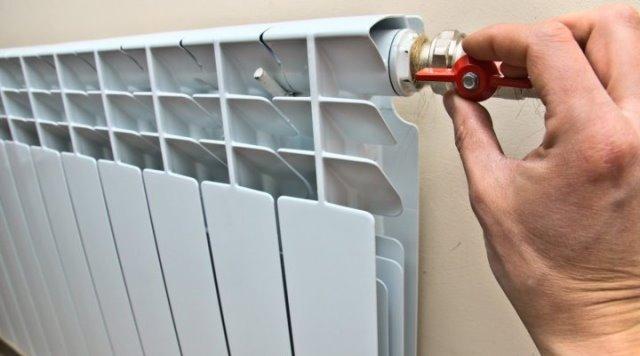 Как происходит замена батареи отопления?